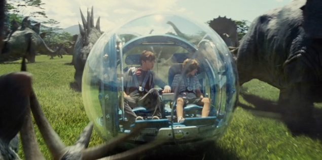 Jurassic-World-Gyrosphere-Ride-Ty-Simpkins-Nick-Robinson